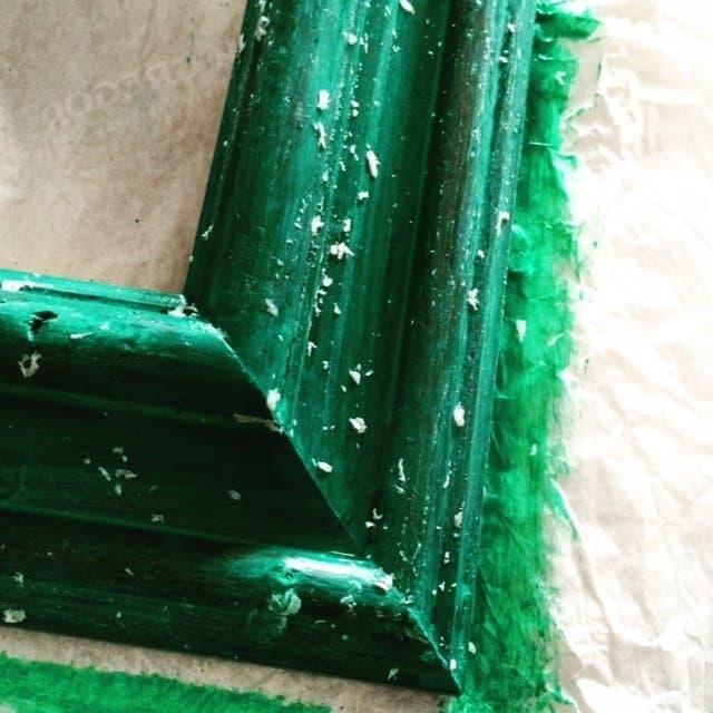 Riciclo creativo: realizzare una cornice shabby chic a due colori.