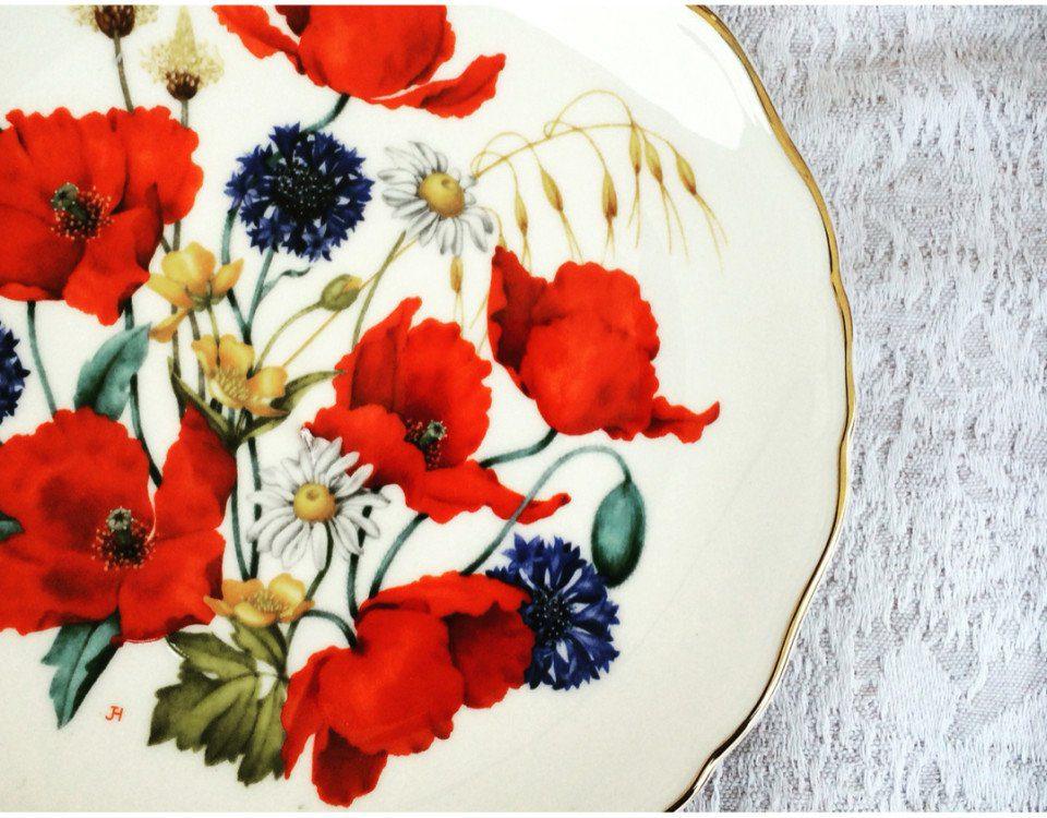 decorare pareti con piatti vintage