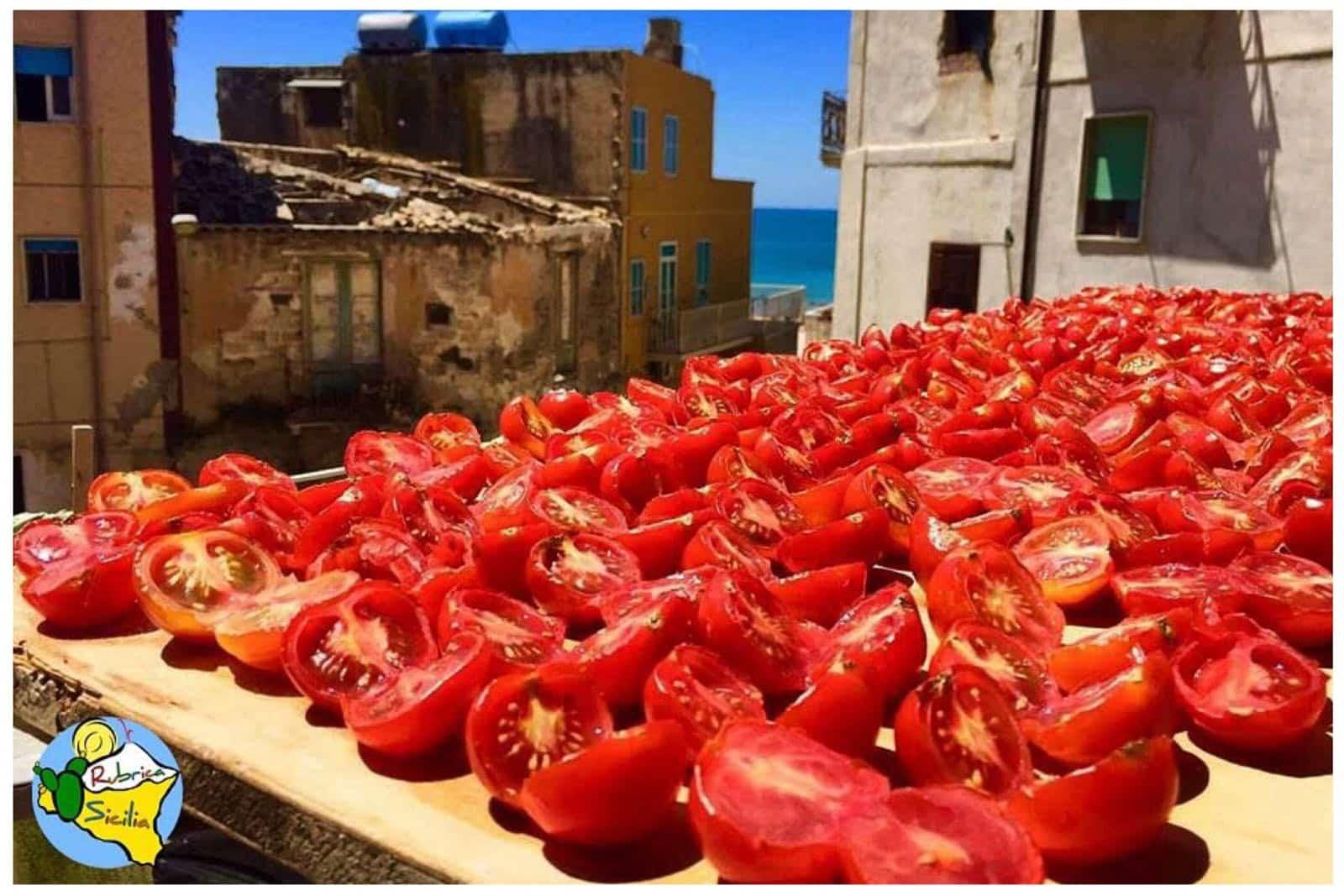 la tradizione e la ricetta della salsa di pomodoro