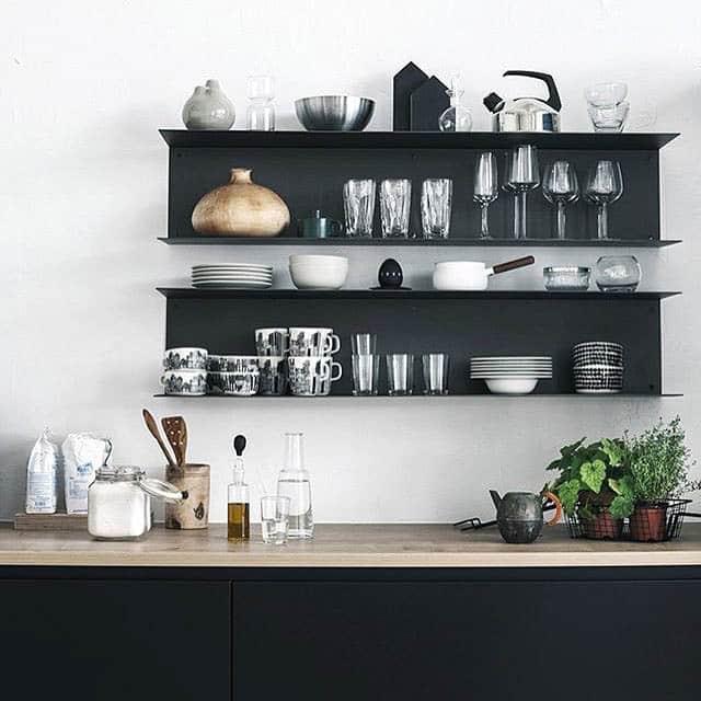 mensole in piccolo appartamento