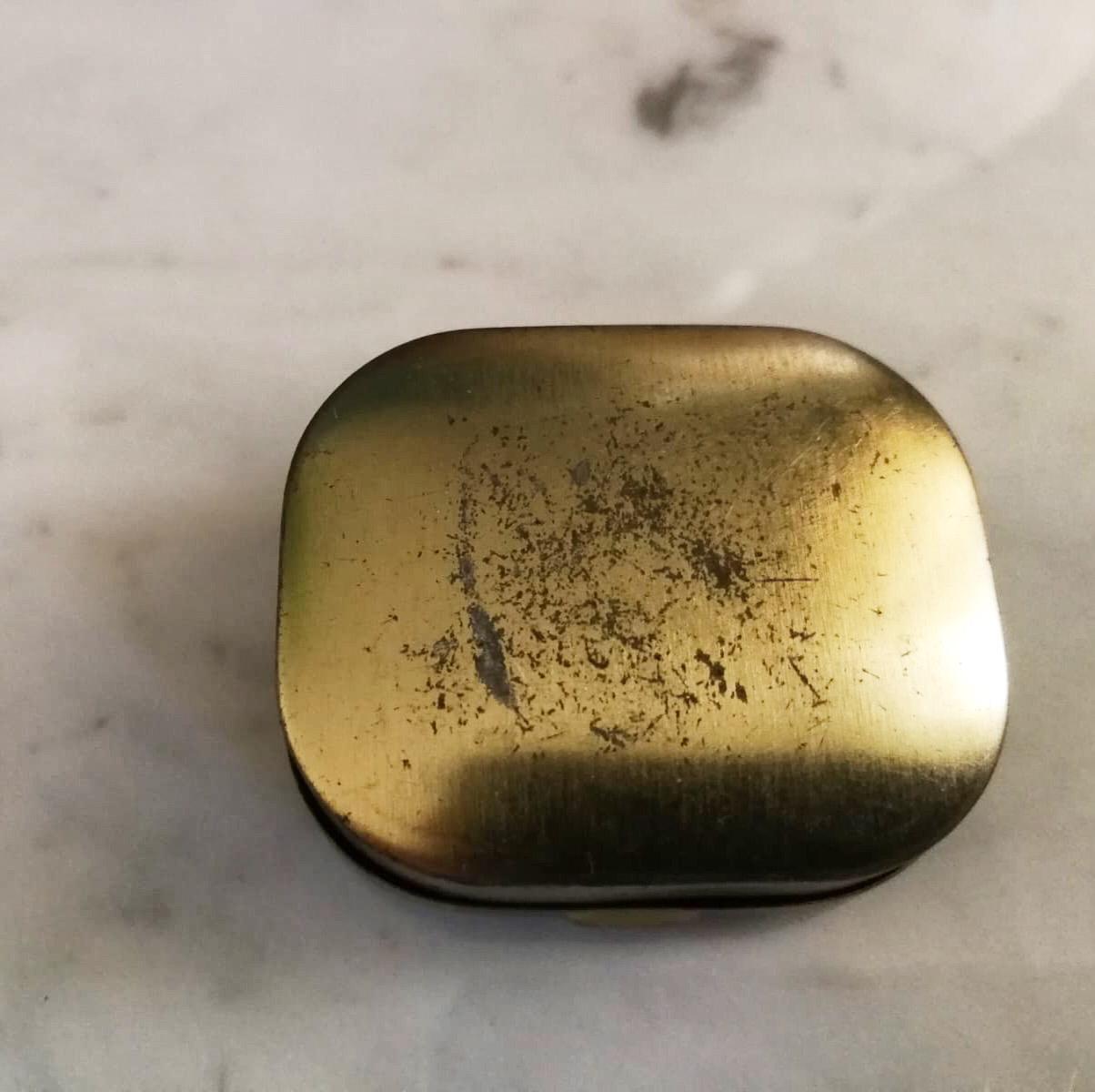Piccola scatola metallo oro con lettera A