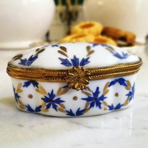 Scatola Cerniera decori floreali bluette lucida con oro e fiori vintage