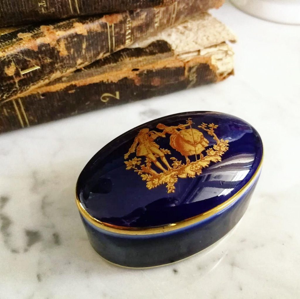 scatoletta porcellana vintage limoges blu con decori a mano oro