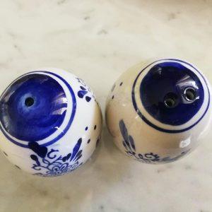 set vintage sale e pepe ceramica bianca e decori blu