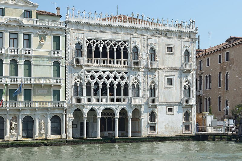 Ca_d_Oro_e_Palazzo_Giusti_a_Venezia_facciata_Canal_Grande