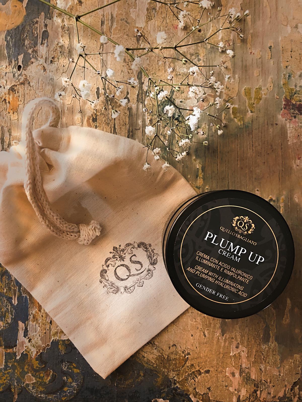 Crema con acido ialuronico illuminante e rimpolpante per uomo e per donna gender free