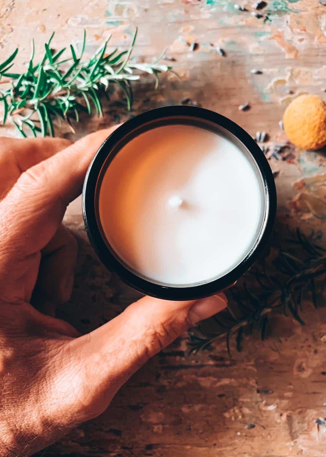 Rosmarino mediterraneo candela per la casa profumata di soia handmade Quello Sbagliato.jpg