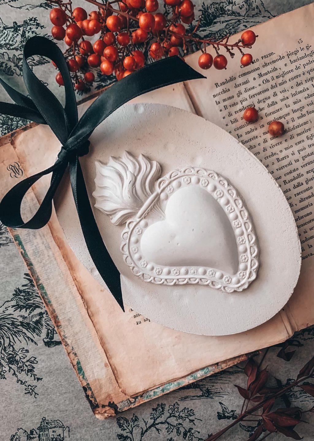 decorazione casa cuore sacro gessi profumati per la casa bomboniere online fatti a mano Quello Sbagliato.jpg