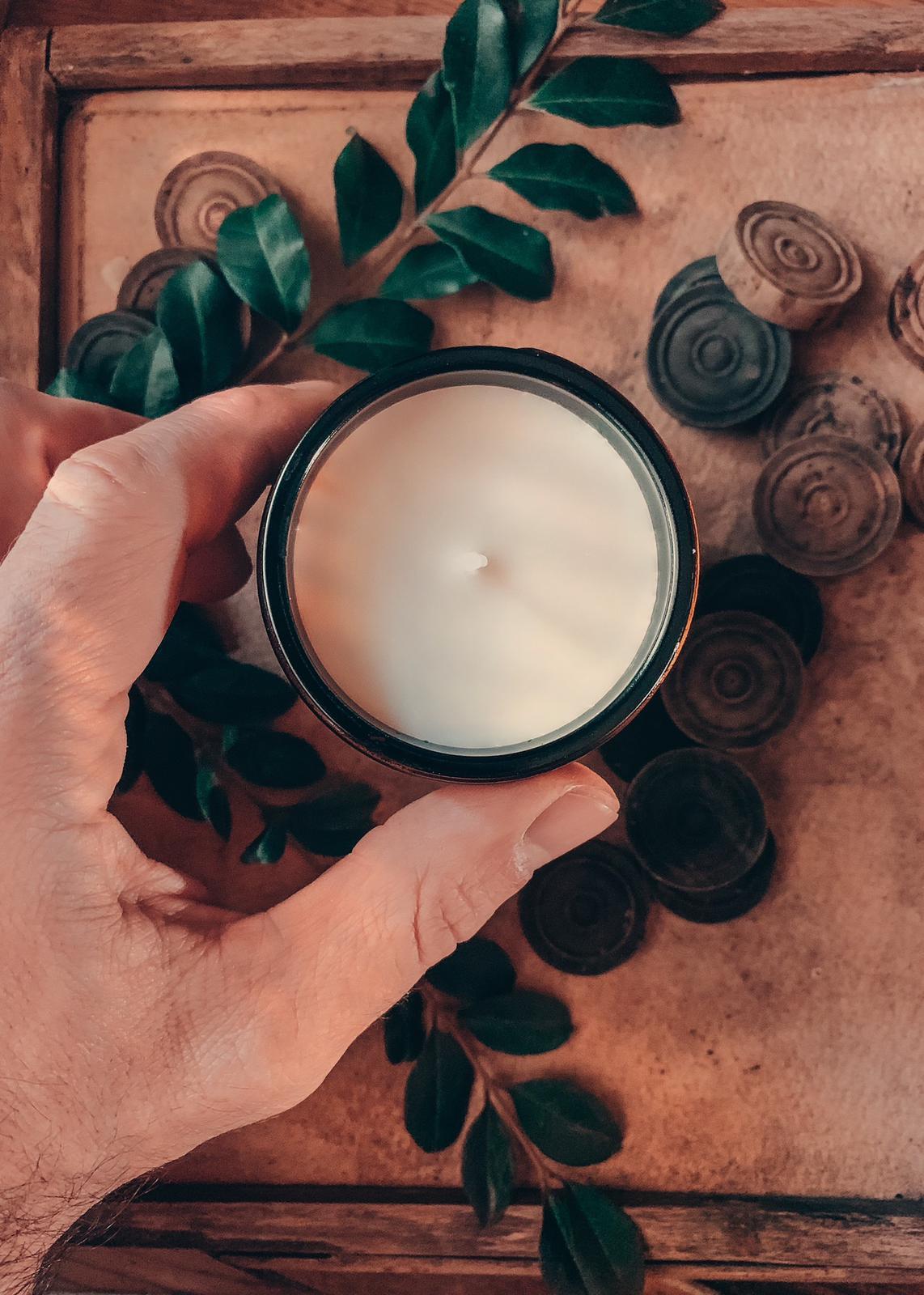 zafferano e legno di cedro candela mede in italy artigianale candele casa soia